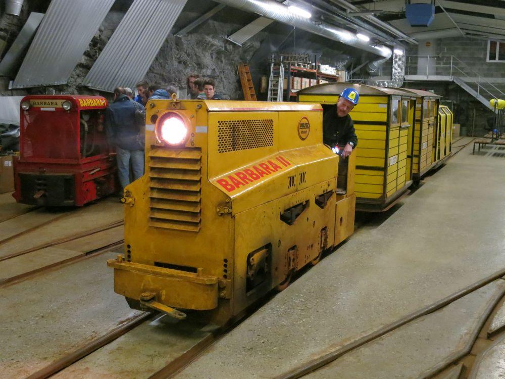 01- BARBARA II im Bahnhof